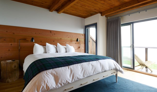Timber Cove Resort Guestroom in Jenner