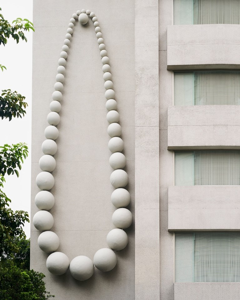 007 S Hotel Architecture Pearl Necklace