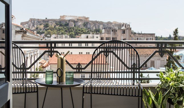 perianth-hotel-guestroom-balcony-chairs-acropolis-view-M-07-r.jpg