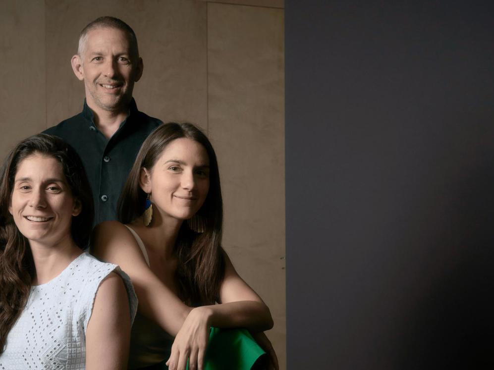 anastasia family dating)