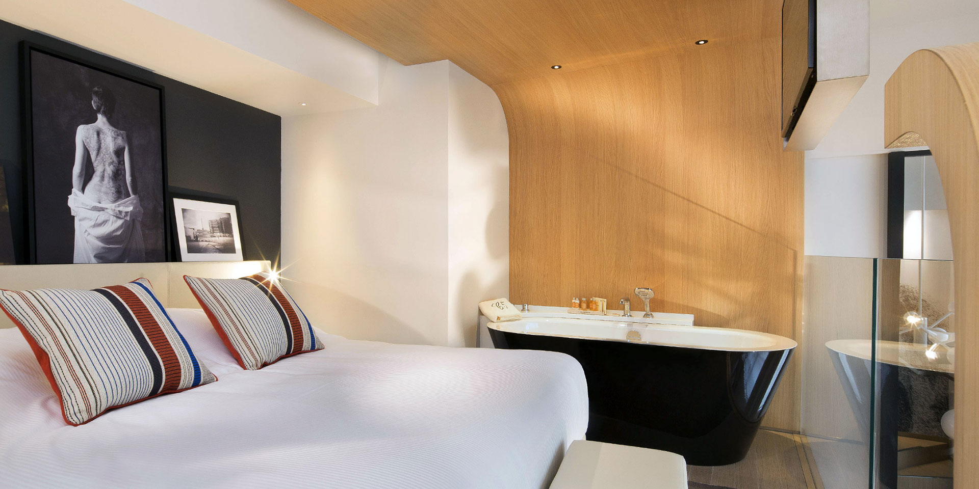 LeCinqCodet-Paris-France-Europe-rooms.jpg