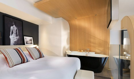Le Cinq Codet Bathtub in Paris